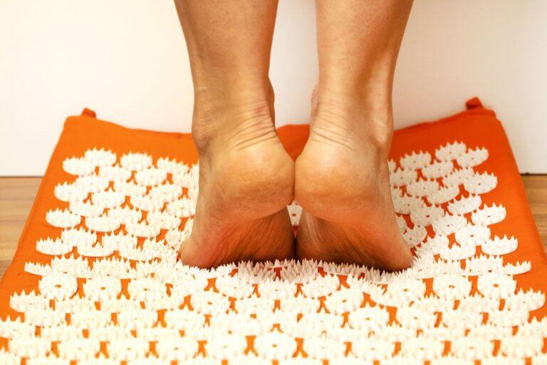 7 esercizi sul tappetino agopressione