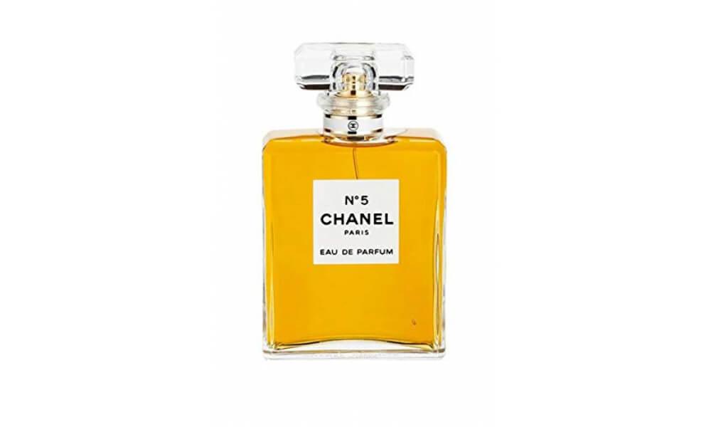 Chanel-No.5-woman-1000-600