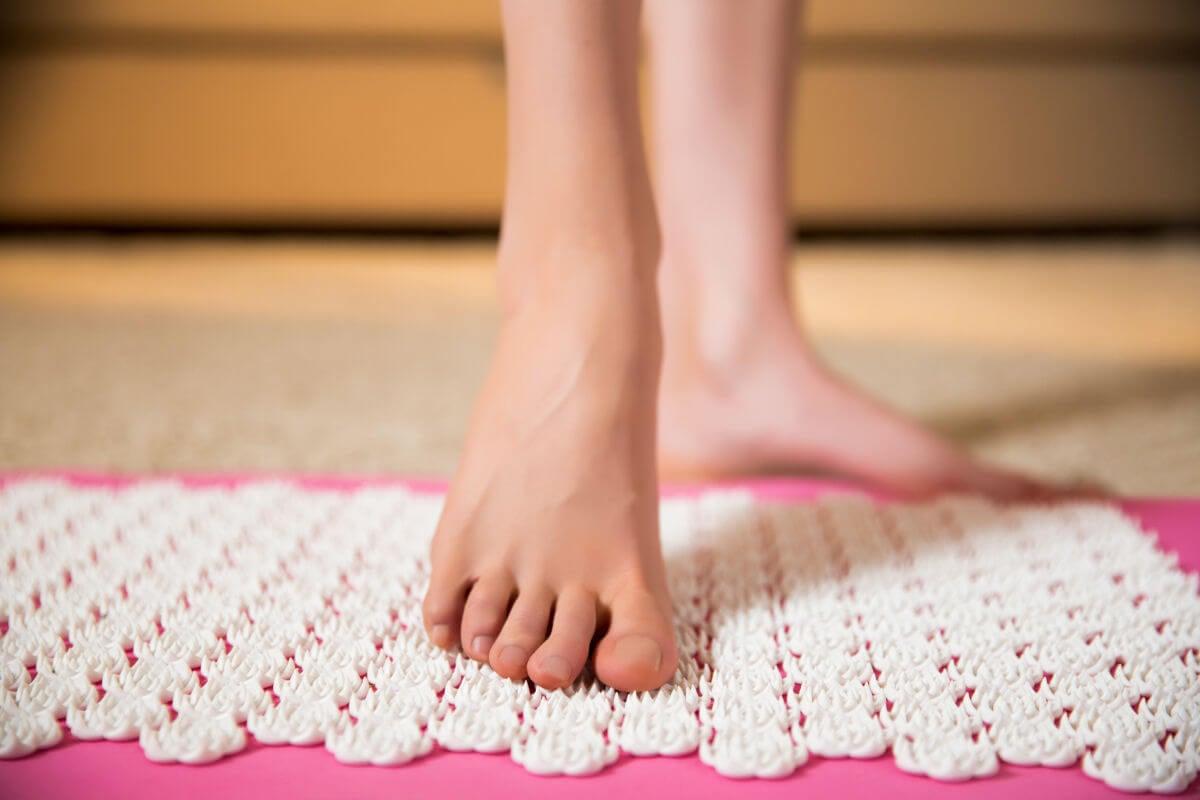 Come si usano i tappetini per agopressione
