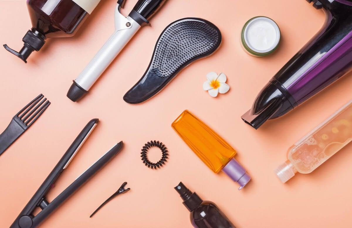 10 consigli per curare i tuoi capelli prima e dopo la stiratura