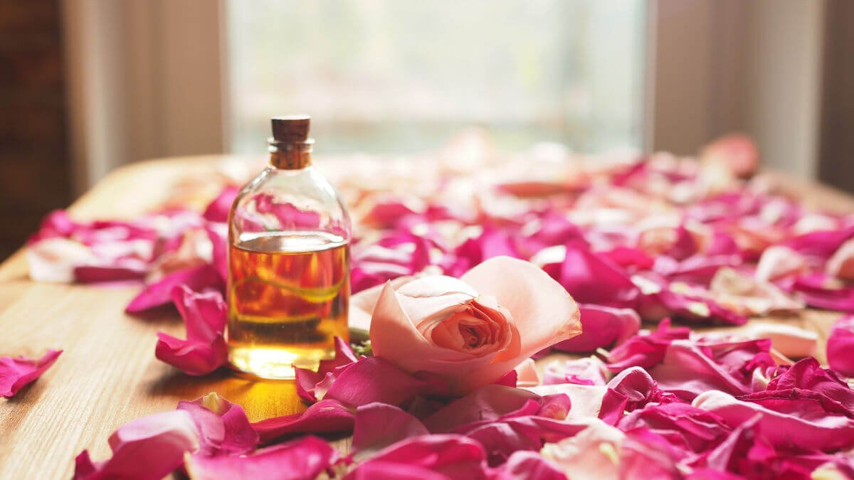 10 fantastici oli essenziali Rosa