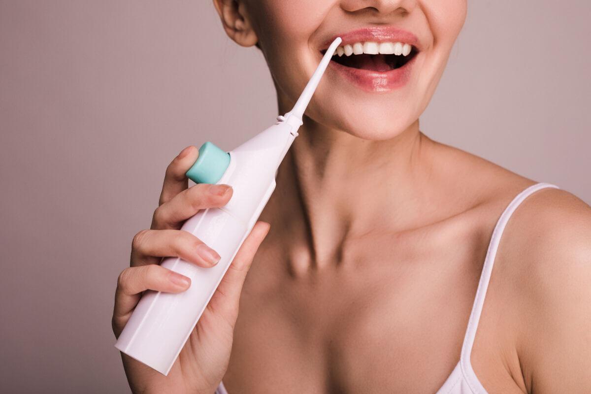 Cos'è l'idropulsore dentale e a chi può far comodo