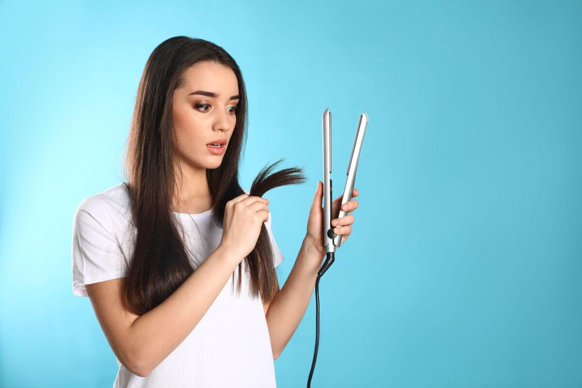 I 7 consigli per utilizzare la piastra senza danneggiare i capelli