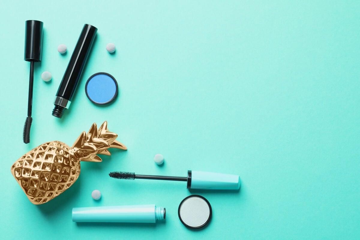 Quali sono le differenze tra un mascara waterproof e uno normale