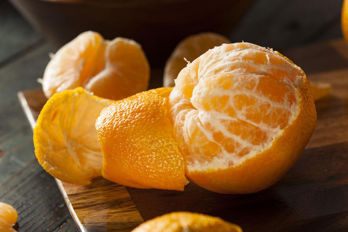 Sbiancamento dei denti i rimedi naturali Buccia d'arancia